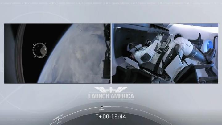 Falcon_9_Dragon_T-plus_12_44.jpg